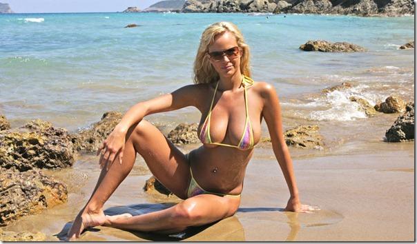 Hot MILF in the area | Bikini Pleasure